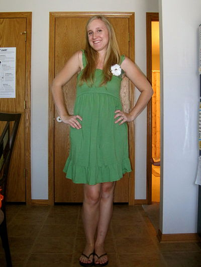 Green dress   Motherhood Maternity  flower pin   The Pleated Poppy. What I Wore  16 Weeks