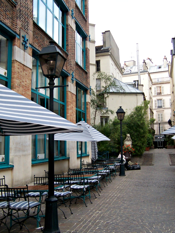 Longing for Paris Courtyard